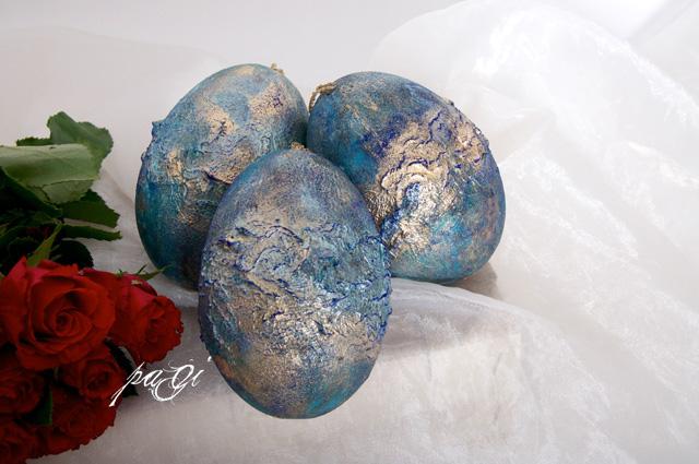 Arany frottage tojás, pigment porral meghintve