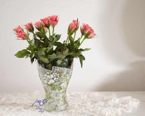 Rózsás váza a fehér bűvöletében DIY